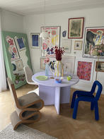 Curvy Mirror Green & Round Table 1100 Lilac