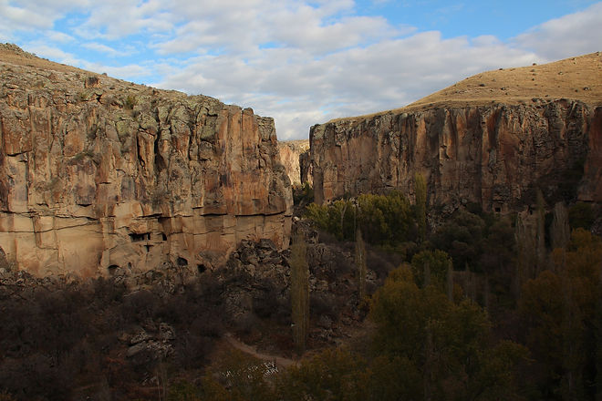 cappadocia-2640329_1920.jpg