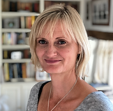 chartered physiotherapist clare lewey at physiotherapy clinic in witney