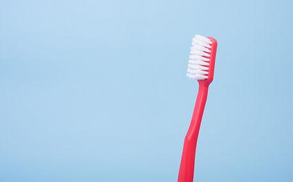 rote Zahnbürste
