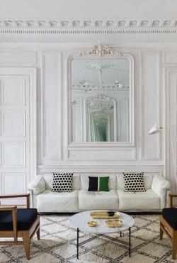 french-minaimlist-living-room-1554400193
