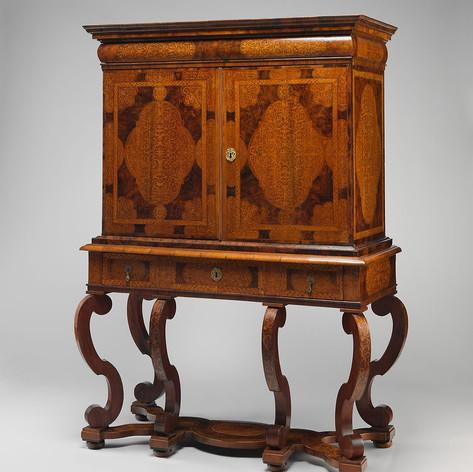 Cabinet on stand ca. 1700 (British)