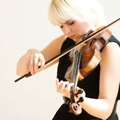 Lunchtime Concert with Julia Wedman