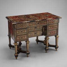 Dutch Small desk with folding top (bureau brisé) ca. 1685