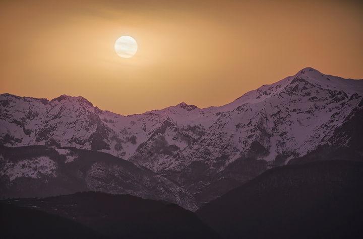 Sahara Sands paints Alpi Apuane