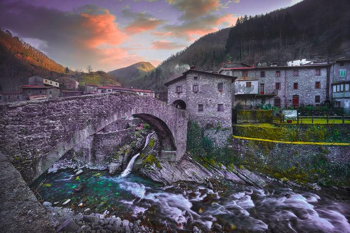 Fabbriche di Vallico, Bridge and Creek