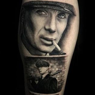 «Peaky Blinders»_Artist _ Thomas Wean Sforacchi__#black #blackandgrey #blackandwhite #tatouage #tattoo #tatoueur #tattoodo #tattooshop #fr