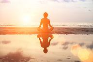 Meditasjon ved sjøen