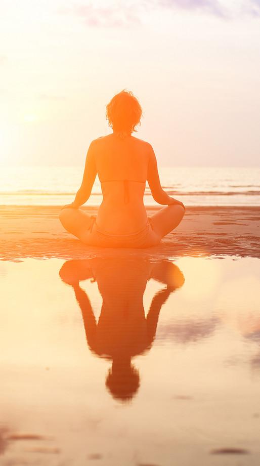 冥想在海邊