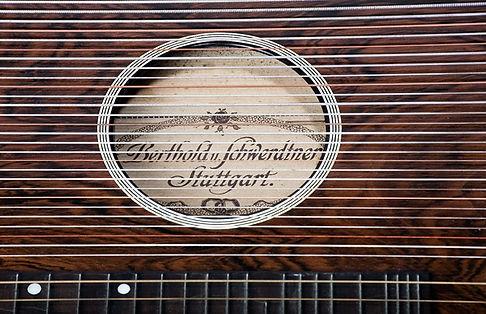 Musikhaus-Geschichte-Instrumente-Zither.