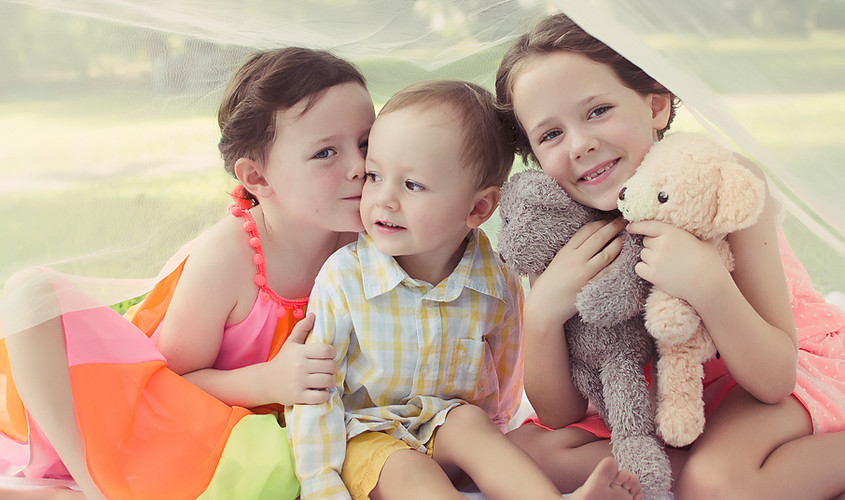 Siblings. Family photography session
