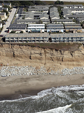 Esplanade Cliffs 2009.jpg