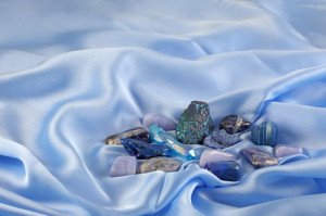 How to cleanse and charge crystals