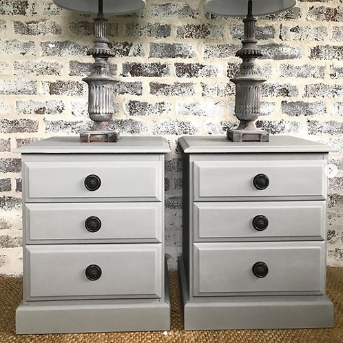 Beautiful bedsides in French Linen