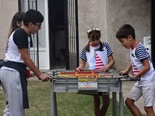 Mala Skola jugando.jpg