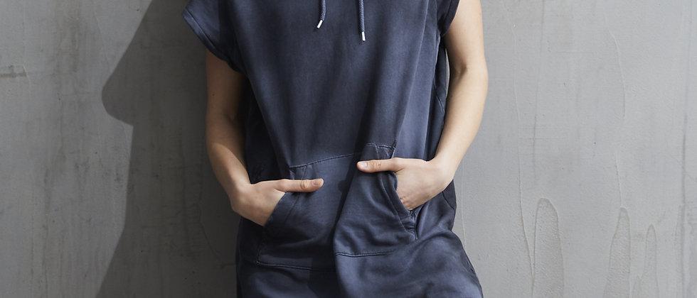 Short sleevehoodie dress with mending