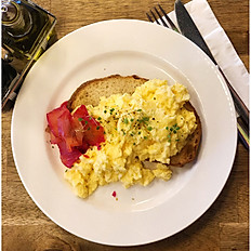 scrambled eggs with grilled tomato and bread