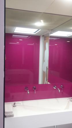 Placare cu geam roz