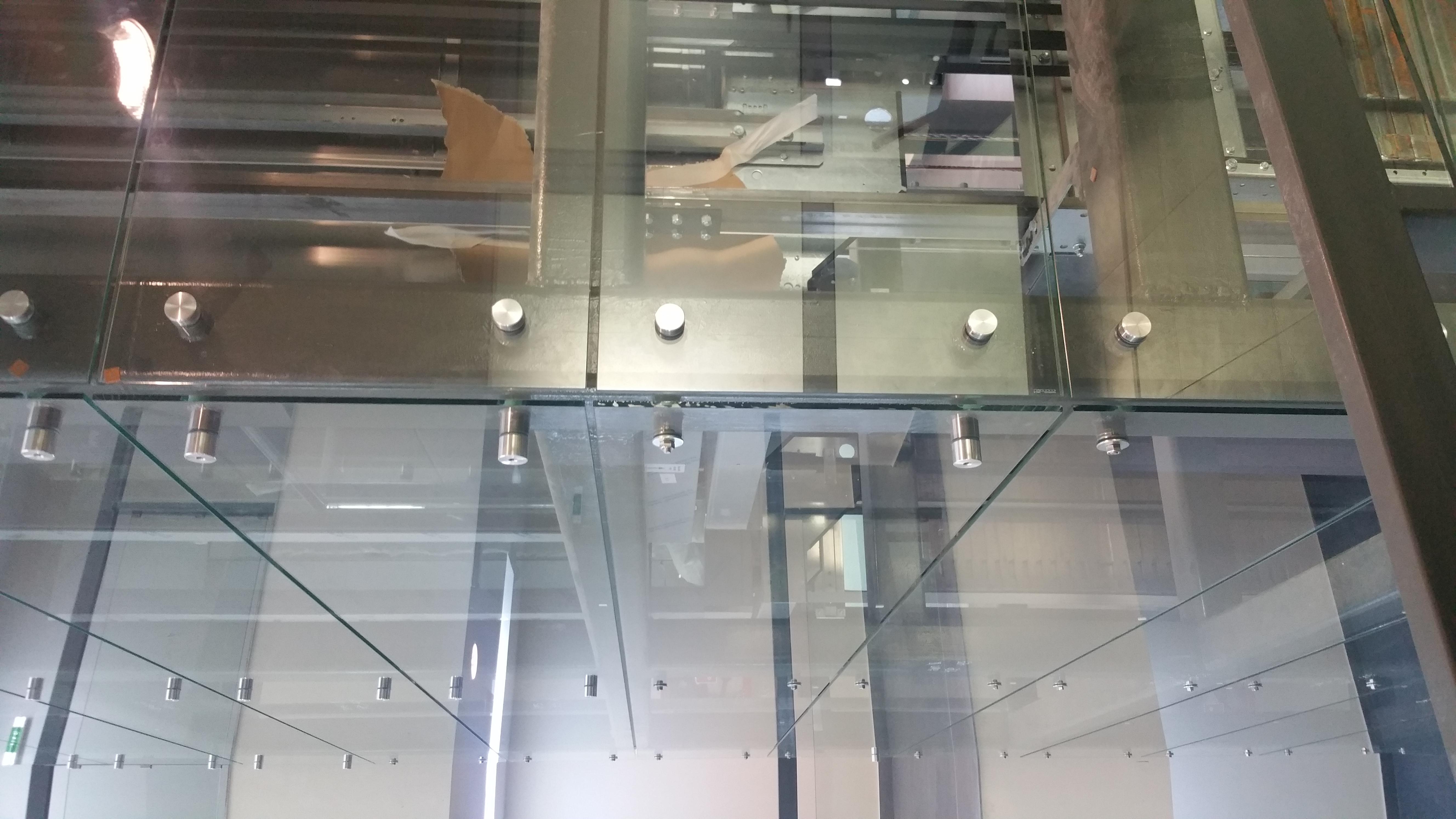 Inchidere lift cu sticla
