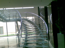 trepte si balustrada sticla