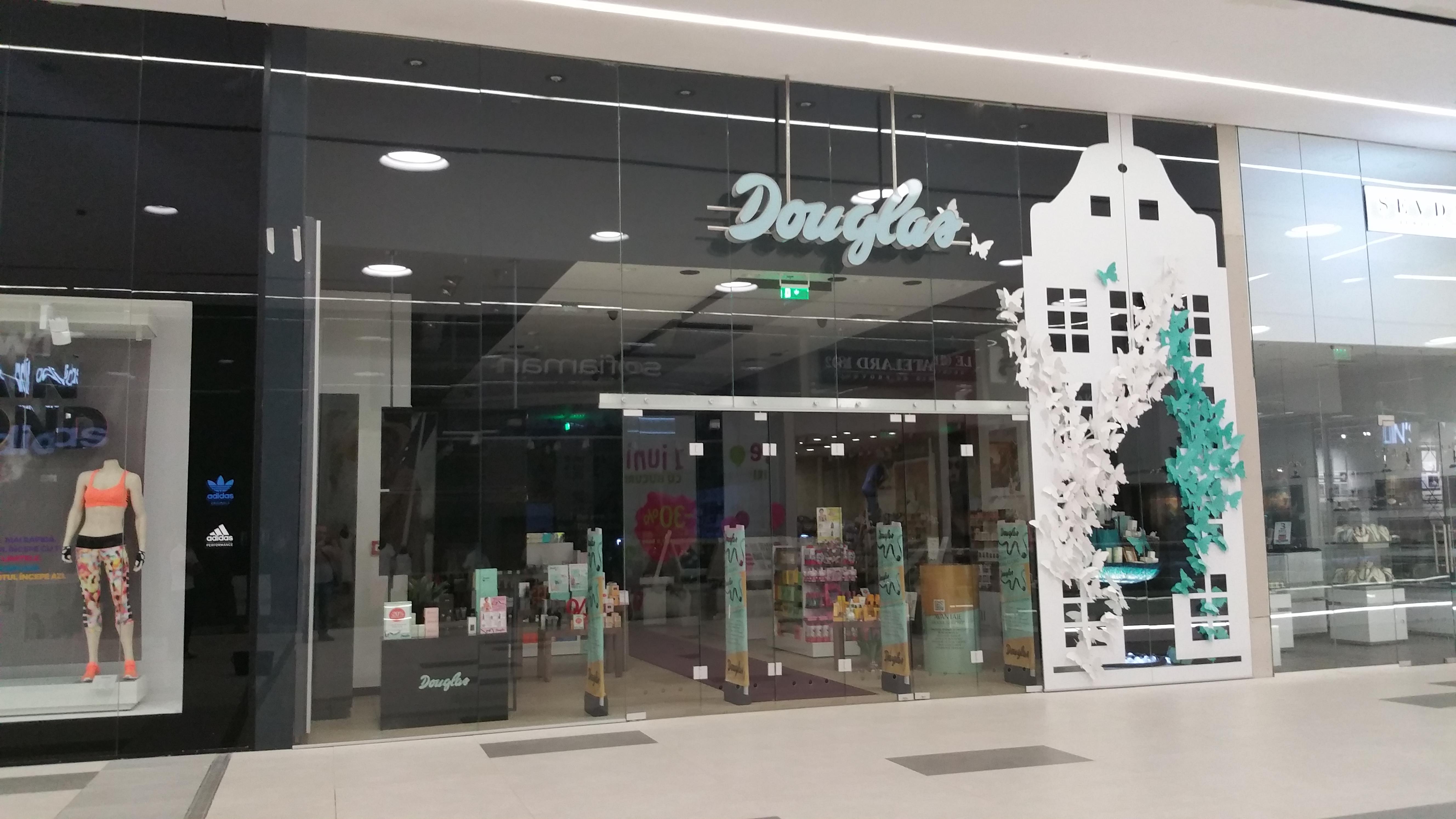 Fatada magazin in MegaMall - Douglas