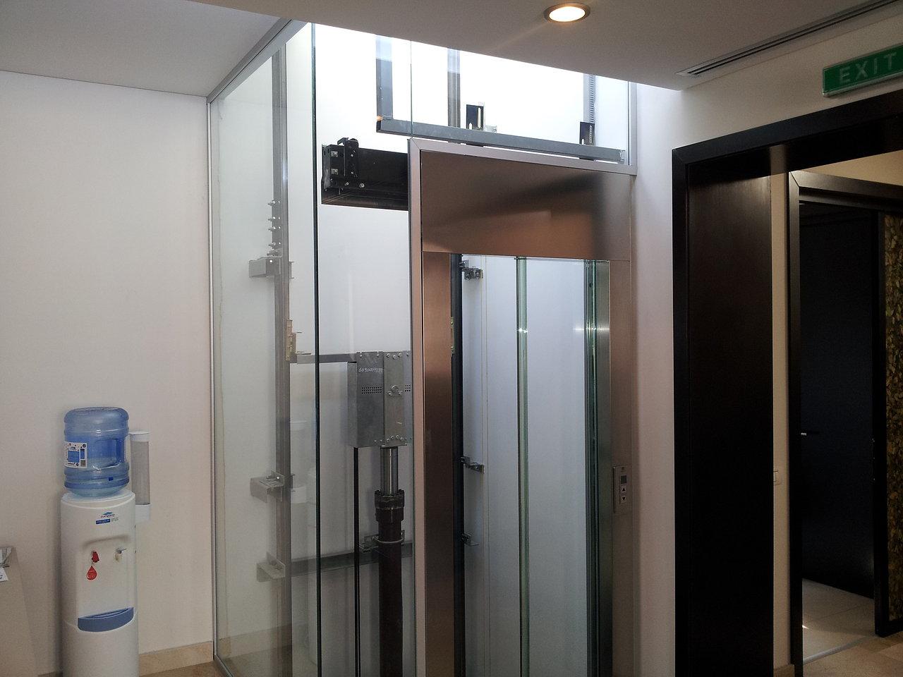 Inchidere lift cu geam duplex