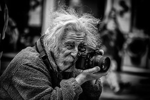 309526-camera-photographers-monochrome.j