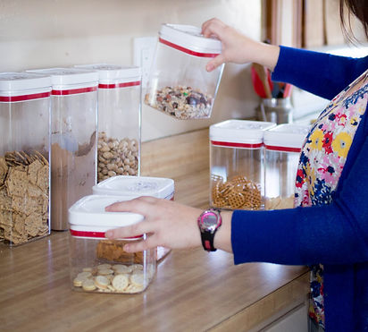 Organizing food containers
