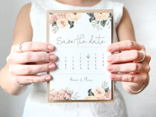 Save-the-Date Karte mit floralen Elementen