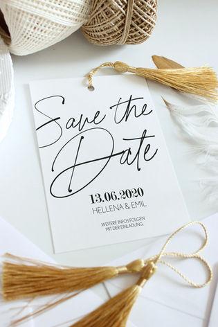 Save the Date Karte mit goldenen Accessoires