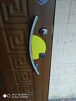 контрастная маркировка входной двери.jpg