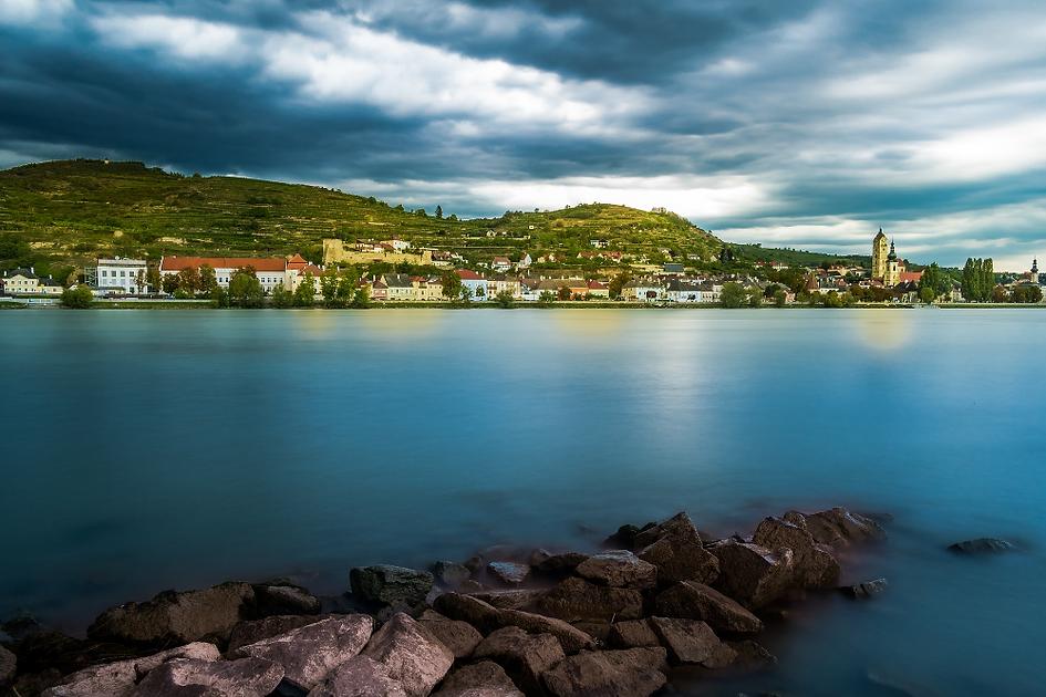 Blick über die Donau nach Krems