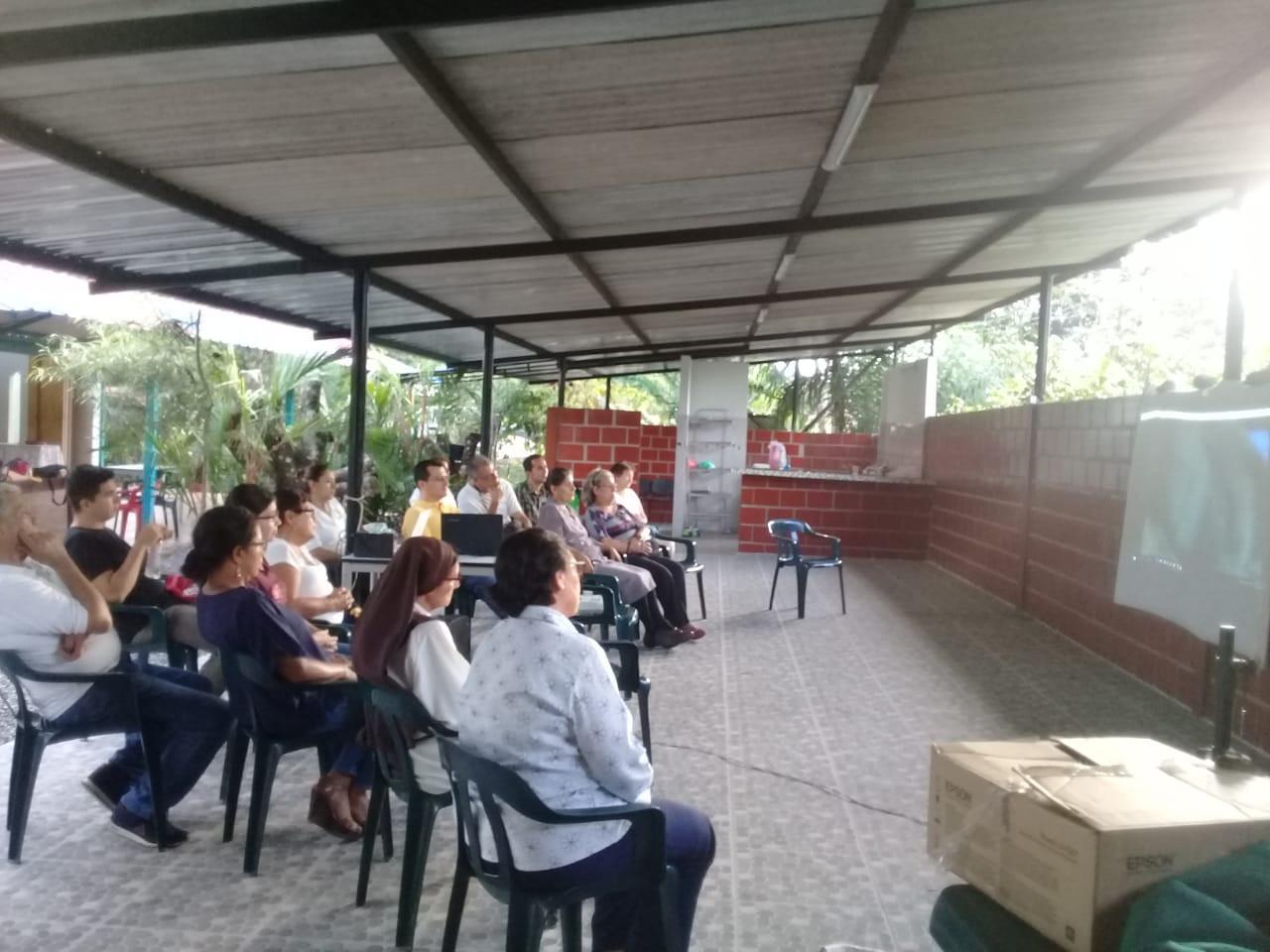 FAMILIA MISIONERA COLOMBIA.jpg