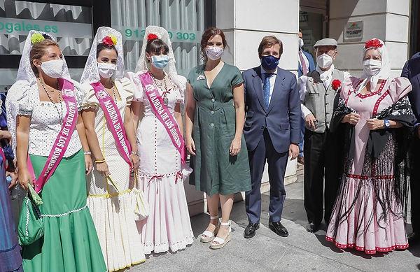 Diaz Ayuso celebrando la Paloma 2020.jpg
