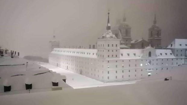escorial-cubierto-niebla-kaRH--620x349@a