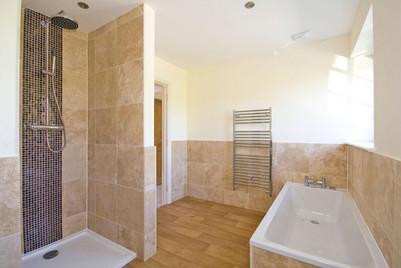 Teffont-Main-Bathroom.jpg