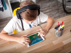 Manuel pour les décideurs politiques sur les droits de l'enfant dans l'environnement numérique