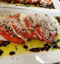 Caprese Salad #jaxpicassos_____#nomnomjax #devouringjax #igersjax #salad #mozzerella #balsamic #tomatoes #🍅