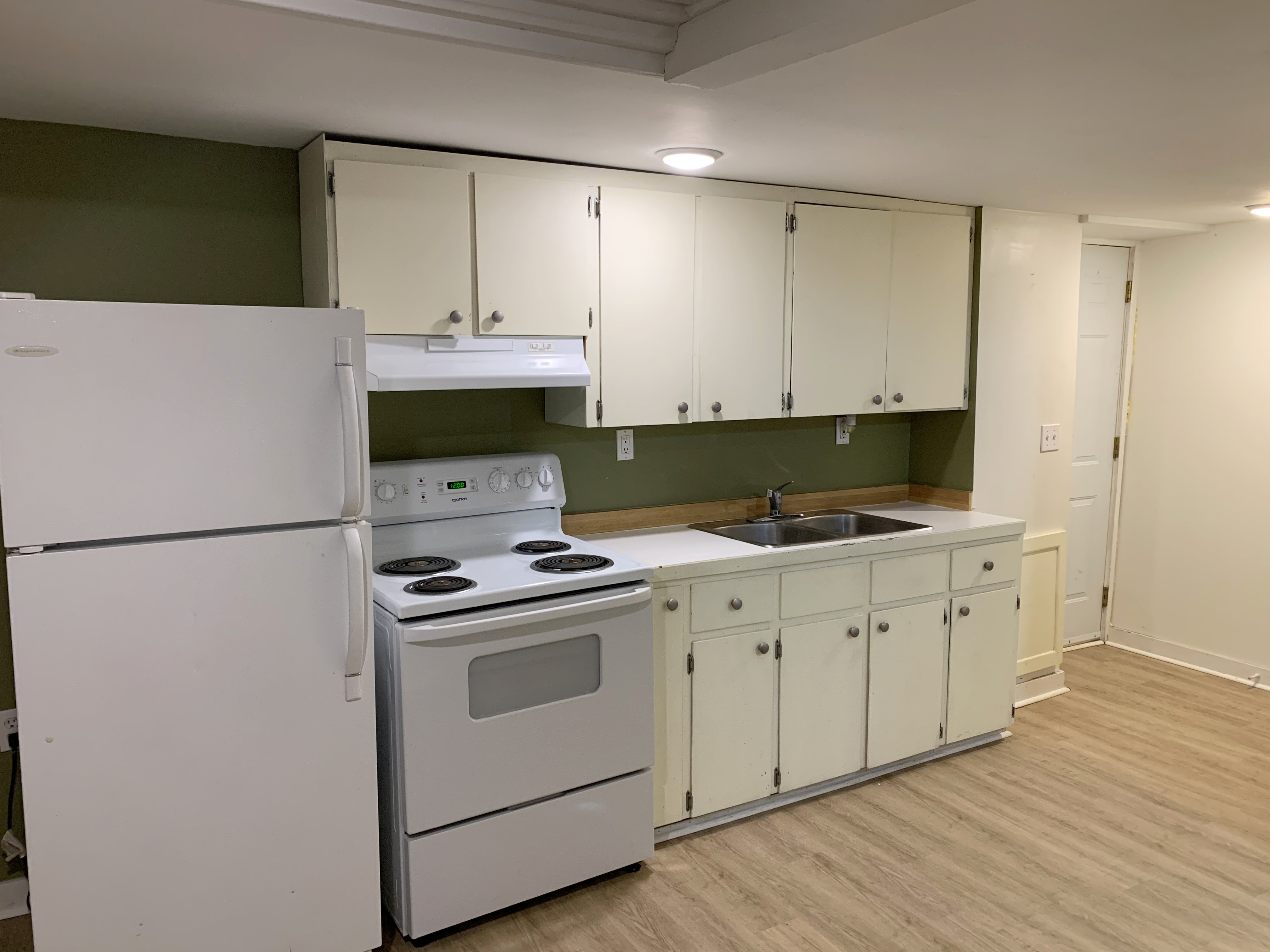 Bachelor Suite Kitchen