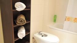 Badezimmer 1 mit Schrank