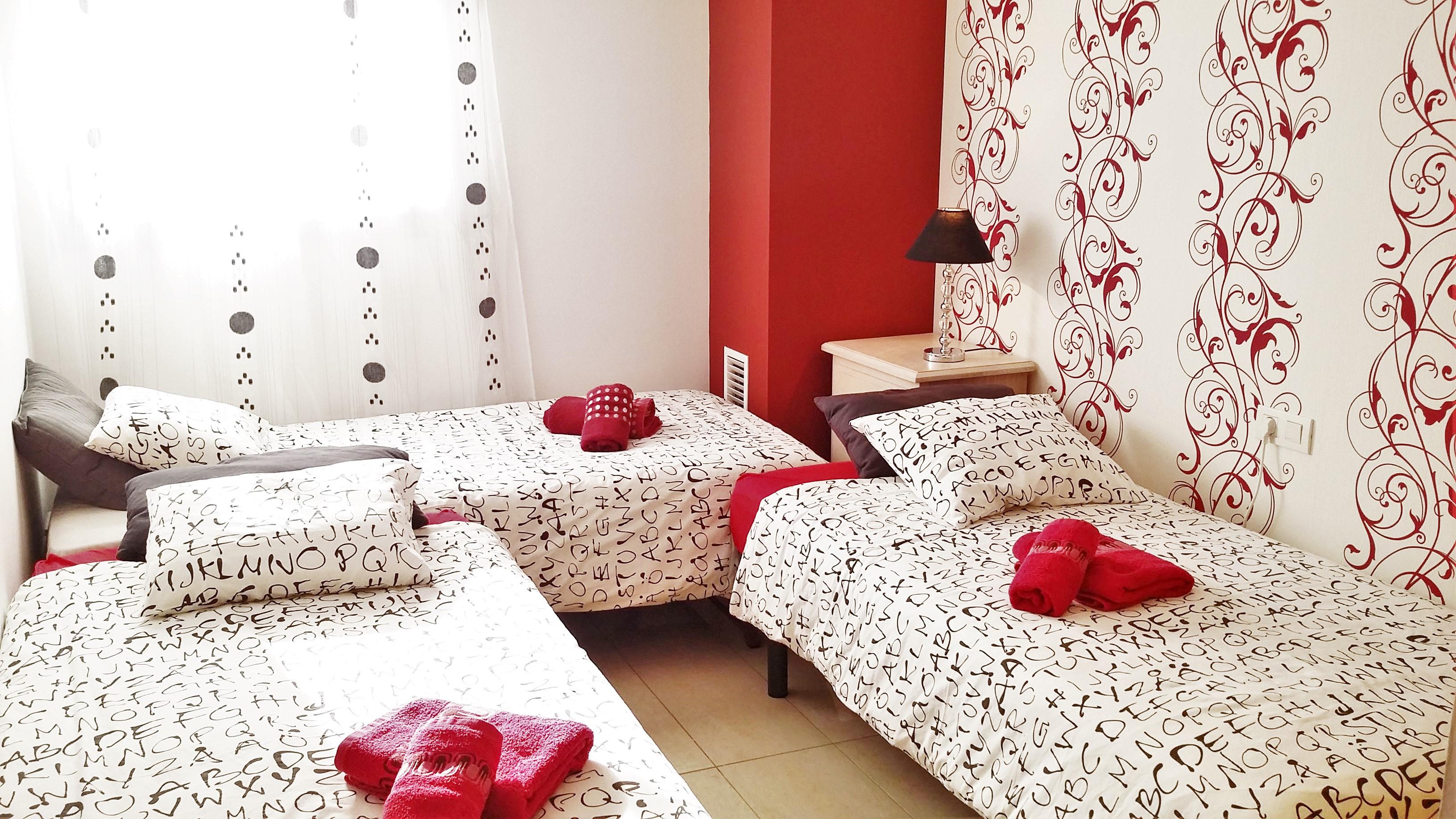 Bedroom III: 3 single beds