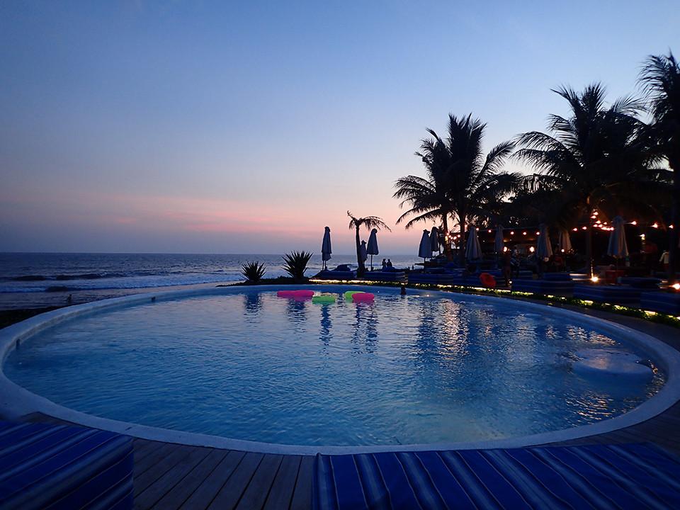 Komune Resort and Beach Club (Bali) at sunset