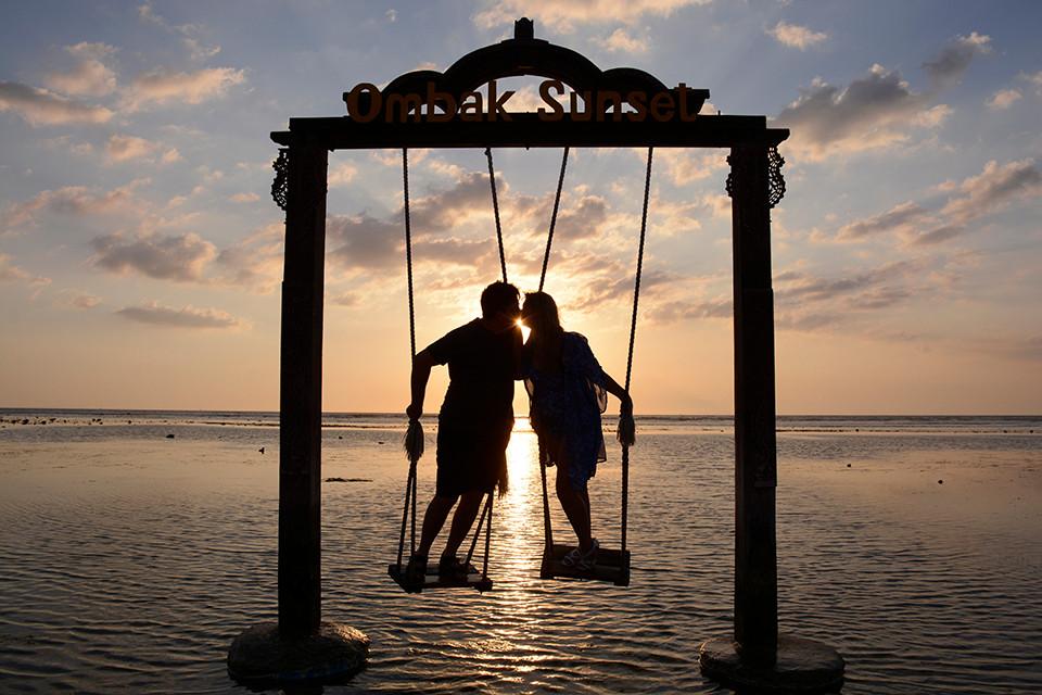 Hotel Ombak Sunset Swings