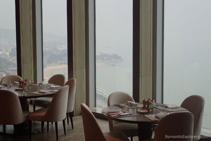 Romantic accommodation recommendation: Conrad Xiamen Hotel. The stunning views of the dining are.