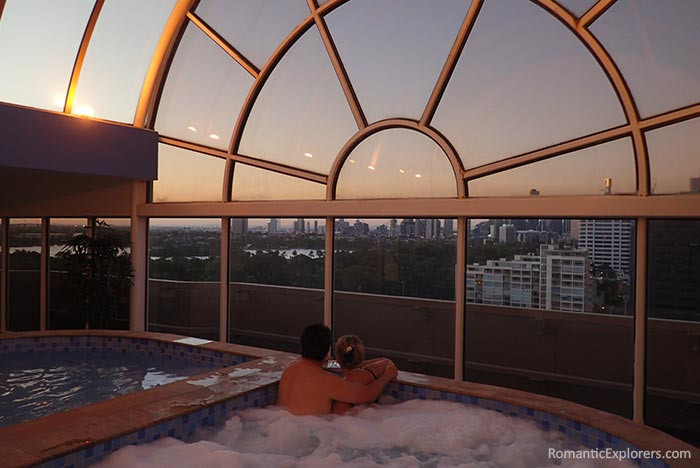 Romantic sunset and jacuzzi in Melbourne Parkview Hotel