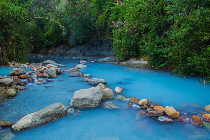 The blue waters of the Rio Manilva