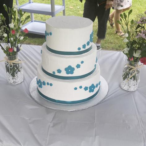 White and blue flower wedding cake