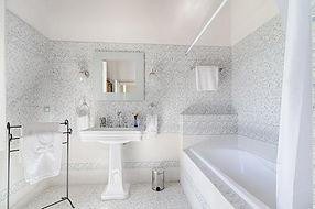 Villa Gioianna-bathroom.jpg