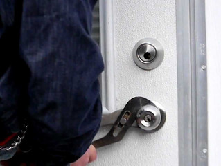 How do I know I am getting a quality locksmith?
