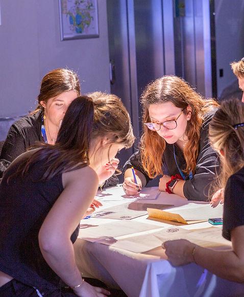 COMMIS D'OFFICE, team building, management, séminaires, animation, entreprise, évènement, outil, aventure, enquête, cohésion, équipe, entraide, écoute, compréhension, aide, manager, équipiers, membres